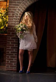 Brides.com: . Jessa on Girls. Hannah's boho bestie shocked us all with her surprise wedding during Girls' season one finale. But we can't say we were shocked about her choice of dress: a knee-length, off-the-shoulder crochet-and-lace sheath with a flower crown and netted veil.