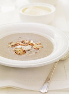 Ricardo& recipe: Cream of Mushroom Soup Creamed Mushrooms, Stuffed Mushrooms, Ricardo Recipe, Mushroom Soup Recipes, Mushroom Cream Soup, Soup And Sandwich, Homemade Soup, Soups And Stews, Food Inspiration