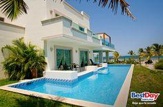 Este lujoso complejo 5 estrellas se compone de 979 elegantes habitaciones finamente decoradas, con vistas al mar o al bello entorno ajardinado. #BestDay #PlayaDelCarmen #OjalaEstuvierasAqui