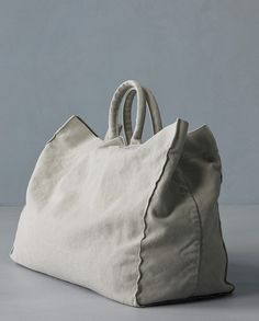 Drai Bag is a Society Limonta's a large-size tote bag in cotton canvas. Buy Online cotton cancas tote bag is available in a wide colour palette My Bags, Purses And Bags, Cotton Tote Bags, Reusable Tote Bags, Diy Sac, Linen Bag, Best Bags, Fabric Bags, Cloth Bags