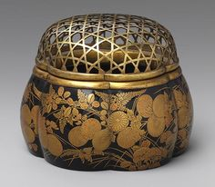 Six-lobed incense burner (akoda koro), first half of Edo period (1615–1868)  Japan  Black lacquer with decorations in ground gold, pear-skin sprinkling, line drawing, omitted line drawing, and needle drawing; metal rim and lattice work metal cover