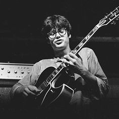 See Larry Coryell pictures, photo shoots, and listen online to the latest music. Jazz Artists, Jazz Musicians, Larry Coryell, Avant Grade, Ziggy Played Guitar, Archtop Guitar, Jazz Guitar, Latest Music, Music Instruments