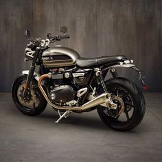 The Speed Twin is the legendary century Triumph name that changed the face of motorcycling with. Triumph Cafe Racer, Cafe Racer Bikes, Triumph Motorcycles, Cool Motorcycles, Triumph 1200, Cafe Racer Style, Custom Cafe Racer, Triumph Scrambler, Triumph Bonneville