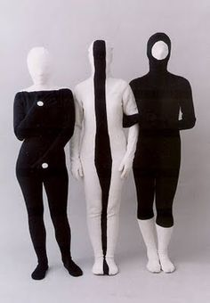 Something about Argentine artist Marina De Caro's multi-media work reminds me of avant-garde work from the freaky but in a good way. Lots of crazy fa Theatre Costumes, Fashion Art, Fashion Design, Mode Style, Costume Design, Textile Art, New Art, Art Photography, Character Design