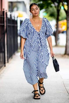 The Best Street Style Looks From New York Fashion Week Spring 2020 - Fashionista New York Fashion Week Street Style, Street Style Trends, Spring Street Style, Cool Street Fashion, Street Style Looks, Spring Summer Fashion, Milan Fashion, Street Chic, Star Fashion