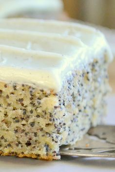 This Banana Poppy Seed Cake with Vanilla Bean Frosting is a moist one bowl banana snack cake that pleases everybody, from the pretty crunch of the poppy seeds to the creamy vanilla buttercream, it's a joy to make, and eat! 13 Desserts, Delicious Desserts, Yummy Food, Baking Desserts, Cake Baking, Health Desserts, Dessert Healthy, Baking Soda, Banana Recipes