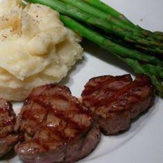 Filet Mignon Medallions (Beef Tenderloin) recipe: Expensive, but simple, savory and elegant. Great for a simple dinner party. Beef Tenderloin Filet Mignon, Filet Mignon Sauce, Grilled Beef Tenderloin, Beef Tenderloin Recipes, Beef Medallions, Filet Mignon Recipes Grilled, Filet Recipes, Beef Recipes For Dinner, Recipes