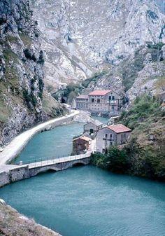 Foncebos. Arenas de Cabrales. Asturias. Spain. Phuket, Easy Jet, Asturias Spain, Spain Travel, Solo Travel, Places To Travel, Travel Photography, Beautiful Places, Scenery