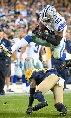 Whew that boy can fly! Dallas Cowboys Images, Dallas Cowboys Wallpaper, Dallas Cowboys Decor, Dallas Cowboys Players, Nfl Football Players, Cowboys Win, Football America, Cowboy Spurs, Cowboy Images