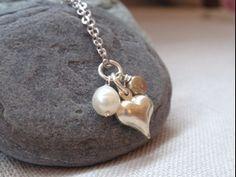 自分とピッタリ相性の合う真珠一つを選んでこそ、一粒の魅力が増す。|Accessories Collection-アクセサリーコレクション-