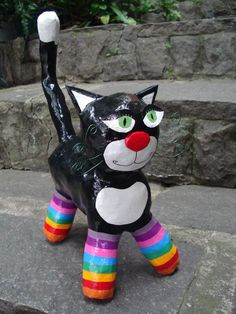 Discover thousands of images about Paper mache cat Paper Mache Clay, Paper Mache Sculpture, Paper Mache Crafts, Paper Clay, Paper Art, Plastic Bottle Flowers, Plastic Bottle Crafts, Plastic Art, Paper Mache Animals