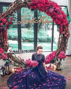 Фото @p_i_n_t_e_r_e_s_t #decoration #weddingdecor #weddingdetails #weddindflower #цветы #цветочныйдекор #свадебныйдекор #цветовмногонебывает #wedding #bride #dress