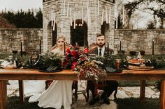 Floating candles, cloaks, & a patronus cake at this mystical Harry Potter-inspired wedding inspiration Harry Potter Candles, Theme Harry Potter, Harry Potter Wedding, Wedding Themes, Wedding Tips, Dream Wedding, Wedding Decorations, Themed Weddings, Diy Wedding