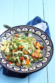 Couscoussalat mit Tomaten und Zucchini - perfekt zum Grillen und er schmeckt Groß und Klein (super BLW tauglich) Pasta Salad, Cobb Salad, Couscous, Zucchini, Super, Ethnic Recipes, Tomatoes, Salads, Fresh