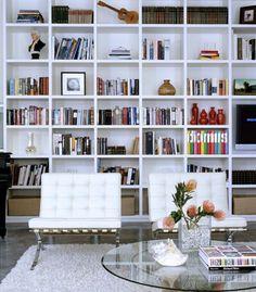 23 Trendy Home Library Design Modern Floor To Ceiling Bookshelves, Bookshelves In Living Room, Bookshelves Built In, Room Shelves, Glass Shelves, Bookshelf Styling, Home Library Design, House Design, Office Home