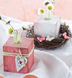 Most recent Screen Wood block crafts easter Concepts There are plenty of uses for wooden text letters for instance making use of them pertaining to proje Wood Block Crafts, Wooden Crafts, Wood Blocks, Wood Projects, Diy And Crafts, Wooden Cubes, Valentines Flowers, Wooden Vase, Craft Show Ideas