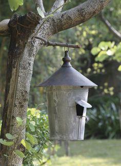 Distressed Vintage Grey Metal Bird House Yard Garden Home Decor Eclectic Birdhouses, Rustic Birdhouses, Antique Farmhouse, Farmhouse Decor, Garden Art, Garden Design, House Yard, Tin House, Metal Birds