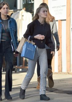 lily-rose-depp-shopping-with-a-friend-in-los-angeles-12-17-2016-1.jpg (1280×1812)