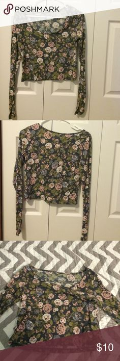 Floral Crop Top Medium, floral long sleeved crop top Mossimo Supply Co Tops Crop Tops
