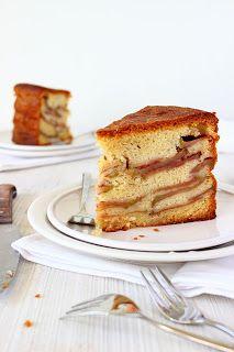 Oma's appelcake. Ik had hier graag willen schrijven dat mijn oma vroeger regelmatig appelcake bakte, en dat we dan gezellig met de hele familie bij haar aan de keukentafel aanschoven (een tafel vol me