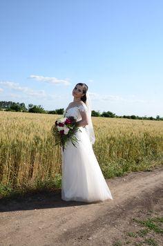Wedding photo field bride - Rhea Costa dress & Ianys events flowers Happily Ever After, Costa, Wedding Photos, Dream Wedding, Events, In This Moment, Weddings, Bride, Wedding Dresses