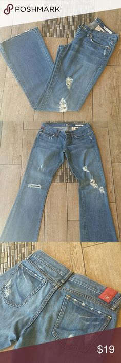 """🌻!iT Jeans🌻 👖""""Sweetie"""" jeans 👖Distressed look with holes in knee and holes on upper thigh 👖Rear pockets and hem also made to look distressed 👖Low rise 👖Inseam is  32"""" 👖Leg opening at hem is 9.5"""" 👖No other rips or stains 👖Smoke free home !iT Jeans"""