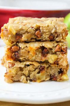 Apple Cinnamon Oat Blondies. A blonde brownie packed with tart apples, oats & cinnamon chips!| Baked in AZ