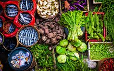 Balinese Traditional Market - The colorful food market in Ubud, Bali, Indonesia. Healthy Eating Recipes, Healthy Foods To Eat, Ubud, Asian Grocery Store, Traditional Market, Asian Market, Fresh Market, Sweet Sauce, Colorful Fish