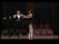 Nina Ananiashvili doing the Black Swan Pas. Perfect.
