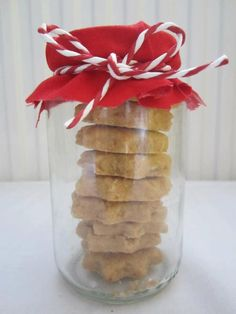 Christmas - Decoration cookies Xmas red and white Red And White, Glass Vase, Christmas Decorations, Xmas, Cookies, Create, Home Decor, Crack Crackers, Decoration Home