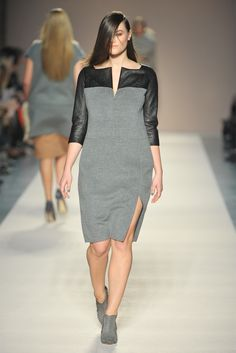 Elena Mirò Milano – Collections Fall Winter – Shows – Vogue.it – Rosita Colantoni Trendy Dresses, Elegant Dresses, Nice Dresses, Casual Dresses, Curvy Fashion, Plus Size Fashion, Curvy Outfits, Fashion Outfits, Mode Plus