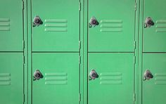 30 Fun Ways to Customize Your Locker Locker Shelves, Diy Locker, Locker Storage, Locker Ideas, Cute Locker Decorations, Locker Lookz, Locker Designs, Pottery Barn Teen, Things That Bounce