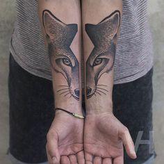 Split Animals Faces Tattoos Inked on Separate Sides /par le tatoueur berlinois Valentin Hirsch Fox Tattoo Design, Tattoo Designs, Couple Tattoos, Tattoos For Guys, Tattoo Shop, I Tattoo, Tattoo Wolf, Valentin Hirsch Tattoo, Symmetrical Tattoo