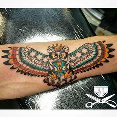 Seriously detailed, dollar sized owl with some geometric goodness in there #owltattoo #owl #bird #birdtattoo #guyswithtattoos #inkjecta #forearmtattoo #empiretattooinc #dotwork #illustration #bostonbasedartist #tattoo #bostontattoo www.empiretattooinc.com