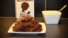 Deze Chocolade pindakaas koekjes zijn heel eenvoudig. Om ze te maken hoef je de ingrediënten alleen te mengen, op te warmen en dan af te laten koelen.