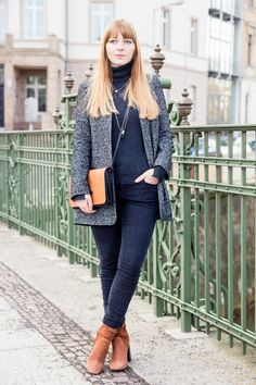 Outfit, grauer Tomboy Blazer Zara, Rollkragenpullover, turtleneck, tan high heel suede ankle boots, necklace layering, Look, how to wear, Fashionblogger, Modeblogger