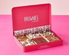 Brownie Packaging, Dessert Packaging, Bakery Packaging, Packaging Design, Brownie Pizza, Brownie Tin, Brownie Toppings, Beneficios Do Chocolate, Lola Cupcakes