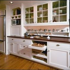 Kitchen: built in drawers for onions and potatoes