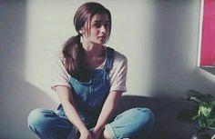 Haa same timeing ha na Beautiful Girl Photo, Beautiful Girl Image, Portrait Photography Poses, Girl Photography, Bollywood Actors, Bollywood Celebrities, Girl Photo Poses, Girl Poses, Alia Bhatt Photoshoot