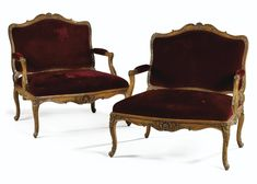 A RARE AND FINE PAIR OF LARGE WALNUT MARQUISES, EARLY LOUIS XV, FROM THE CHÂTEAU DE CHANTELOUP.