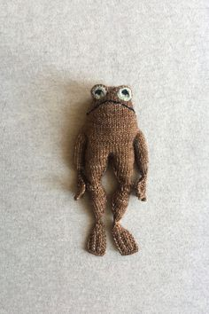 Ravelry: Frog and Toad pattern by Kristina Ingrid McGowan Knitted Dolls, Crochet Toys, Knit Crochet, Crochet Birds, Knitted Baby, Crochet Animals, Knitting Projects, Crochet Projects, Sewing Projects