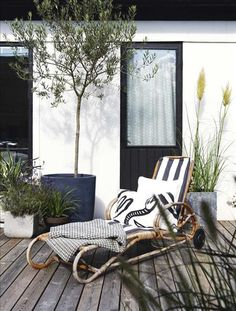 Tranquil little terrace spot. Lovely!