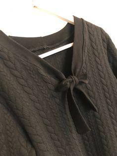La couseuse de trucs: Hacking Sweat Courcelles  Col V avec noeud Pulls, Blog, Fashion, Hair Bow, Stuff Stuff, Moda, Fashion Styles, Blogging, Fashion Illustrations