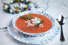 Ein klassisches Midsomamr Rezept: die Tomatensuppe mit Krabben. Tomatensuppe ist gesund und besonders lecker, wenn man sie mit Krabben verfeinert.