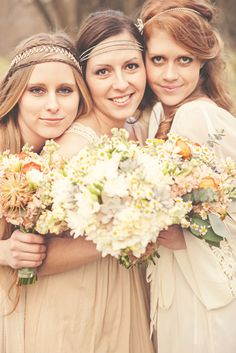 I want a sisters photo like this one! Love the flowers!