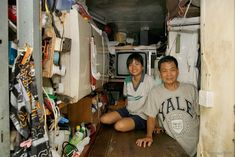 German photographer Michael Wolf takes 100 pictures of 100 Hong Kong homes which measure square feet. Hong Kong House, Kowloon Hong Kong, Michael Wolf, Tiny House Appliances, Photography Names, Wolf Photos, Corner House, Tiny Spaces, Photo Projects