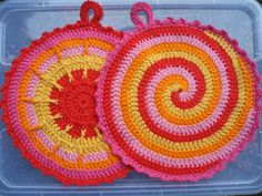 Karin aan de haak: Made in Germany Potholder Patterns, Crochet Potholders, Crochet Squares, Crochet Motif, Knit Crochet, Crochet Patterns, Crochet Home, Crochet Crafts, Yarn Crafts