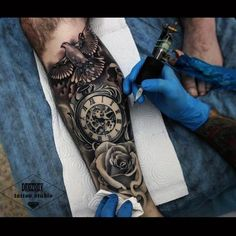 30 Beautiful Tattoos That Can Take Anyone's Breath Away Band Tattoos, Hot Tattoos, Forearm Tattoos, Body Art Tattoos, Tattoos For Guys, Tattoos For Women Half Sleeve, Sleeve Tattoos, Poppy Tattoo Sleeve, Clock Tattoo Sleeve