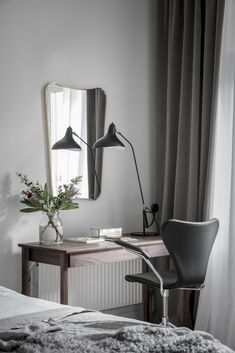 Scandinavian home office, grey wall, minimalist design, flowers, mirror Office Cabin Design, Office Interior Design, Home Office Decor, Office Interiors, Diy Home Decor, Interior Decorating, Interior Blogs, Simple Interior, Office Ideas