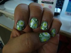 Natural Nails polished Sea Foam Green with hand painted Daisy design (Inspired by: Creativenailart)